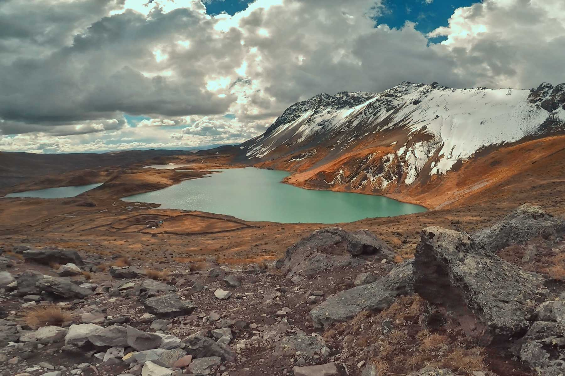 Laguna en la ruta Ausangate